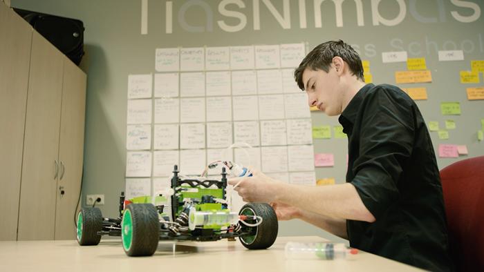 3D打印开发出甲酸动力的模型车